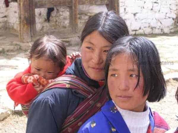 bhutanese_women_druk_path_bhutan_(c)trekmountains